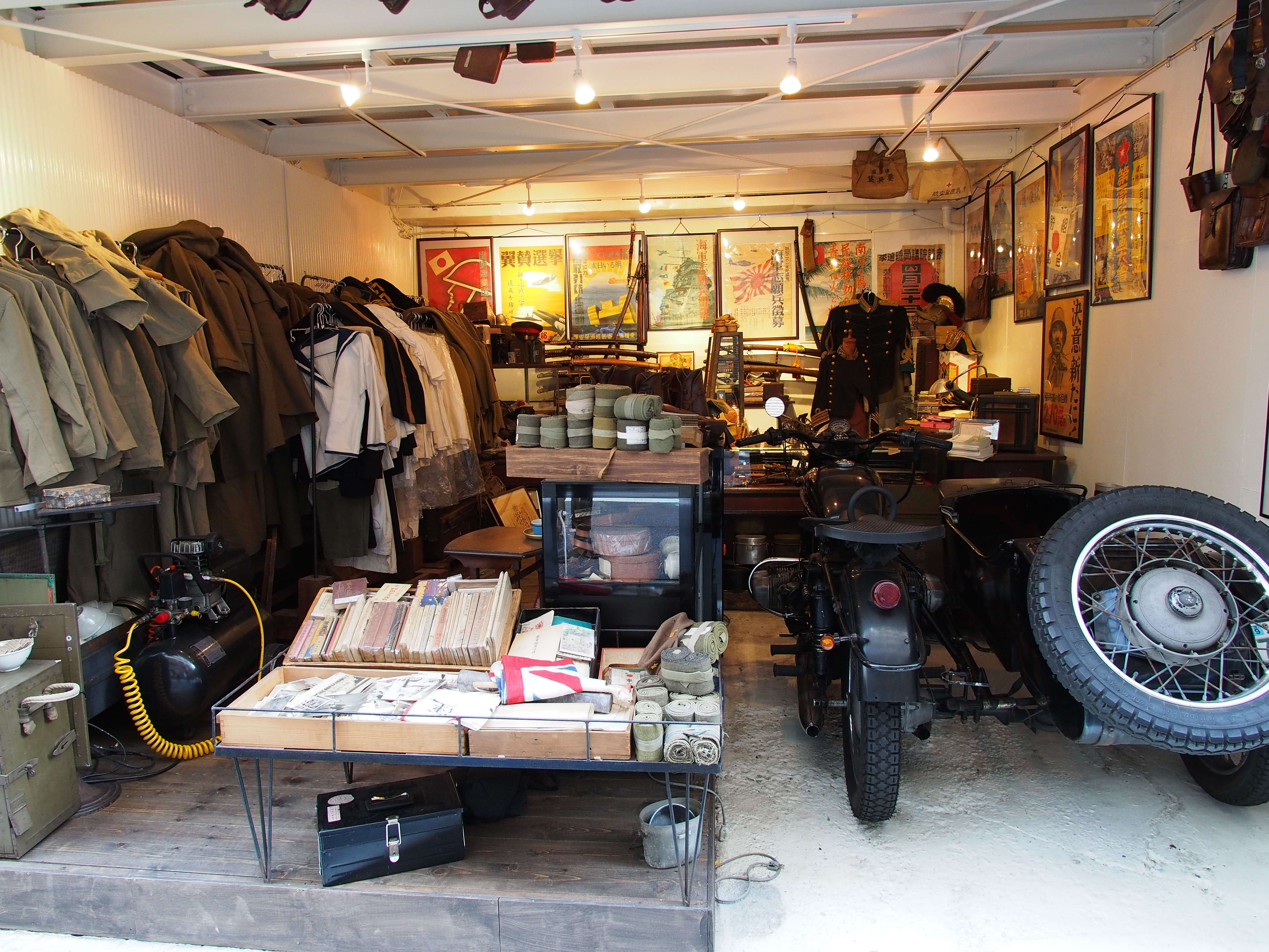 JIMBOUCHO Japanese Military Antiques Shop(old Japan,army,navy,military uniform,Japanese military,Japanese imperial,sword,medal,Japanese army,Japanese navy,etc.)